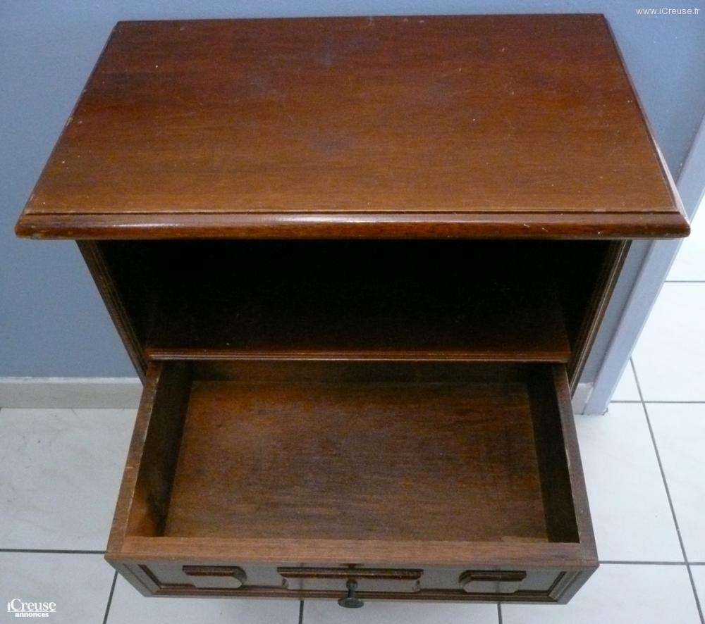 petit meuble 3 tiroirs bois exotique. Black Bedroom Furniture Sets. Home Design Ideas