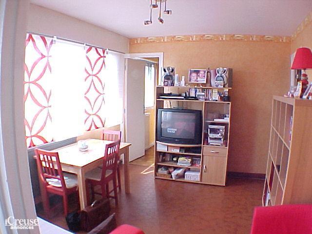 appartement t2 dans une petite r sidence. Black Bedroom Furniture Sets. Home Design Ideas