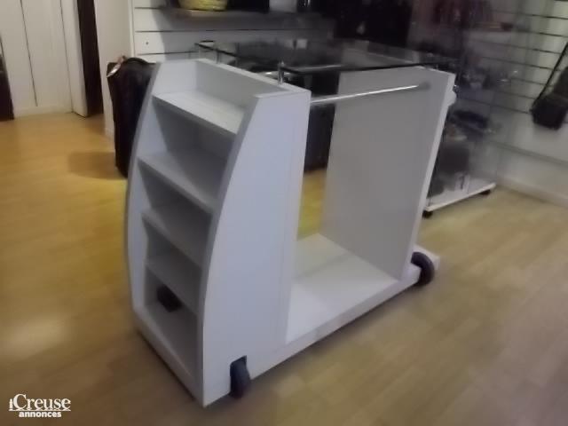meuble de magasin pr t porter jacadi. Black Bedroom Furniture Sets. Home Design Ideas
