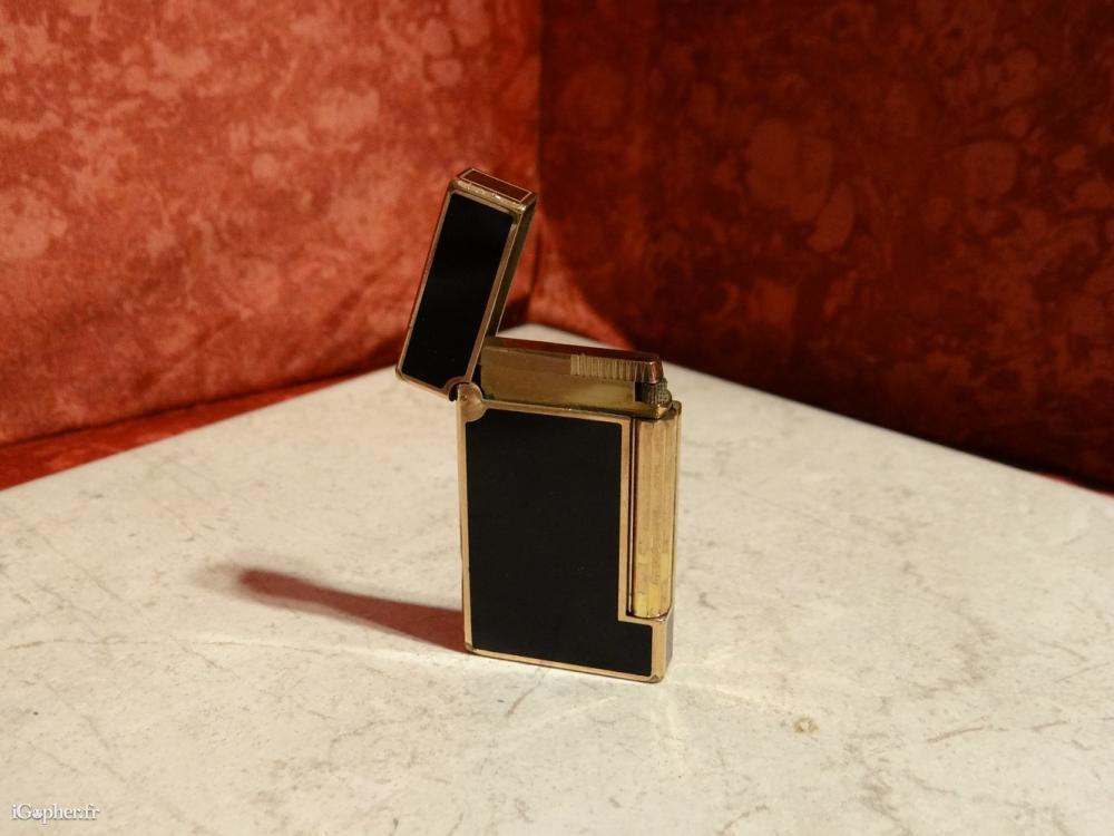 briquet dupont noir et or. Black Bedroom Furniture Sets. Home Design Ideas