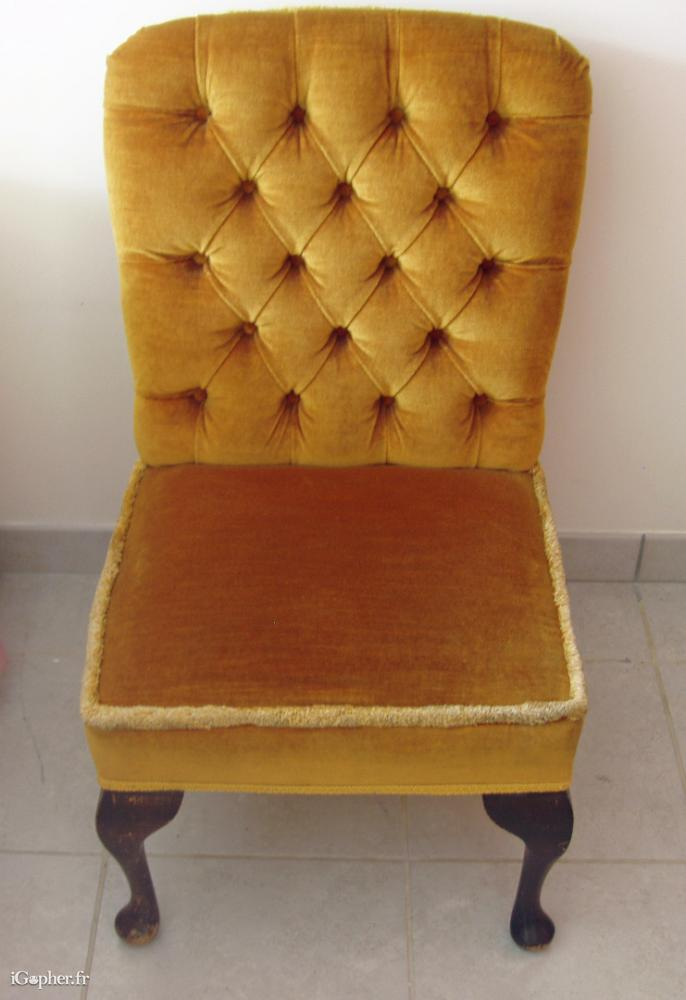 Une petite chaise de chambre coucher - Chaise pour chambre a coucher ...