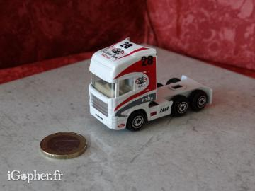 Camion miniature Big Bear Team N°28 (blanc)